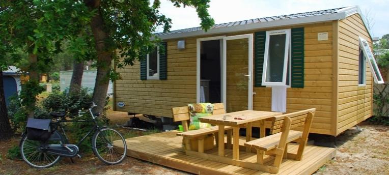 Mobil-home en camping naturiste