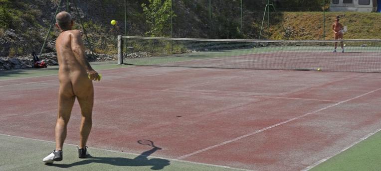 Tennis naturiste