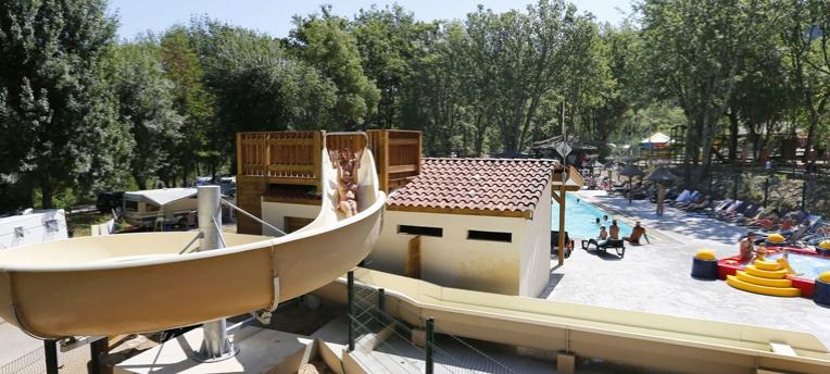 Toboggan piscine naturiste